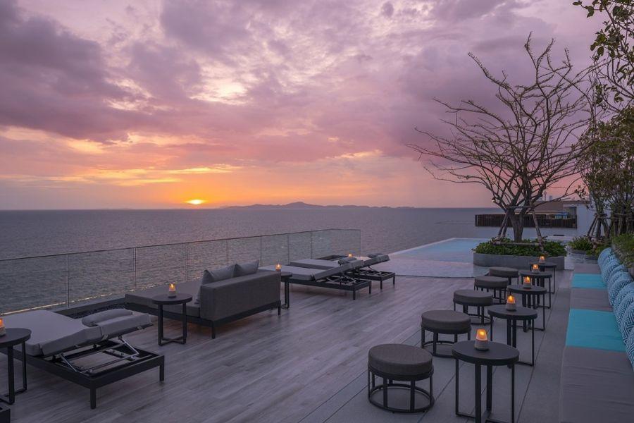 Thailand Pattaya Jomtien Hotel Rooftopbar uitzicht op zee