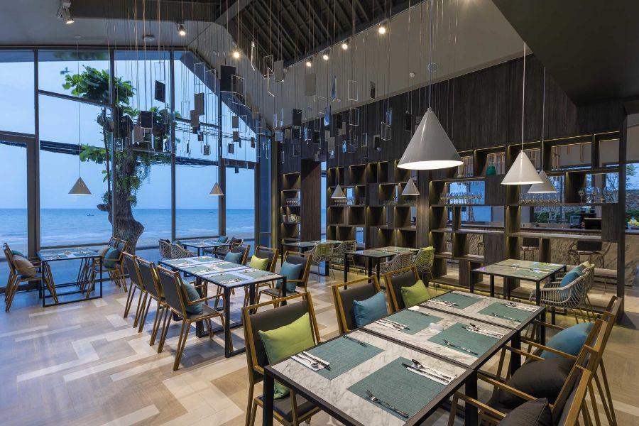 Thailand Pattaya U Jomtien Hotel Salt Restaurant uitzicht op zee