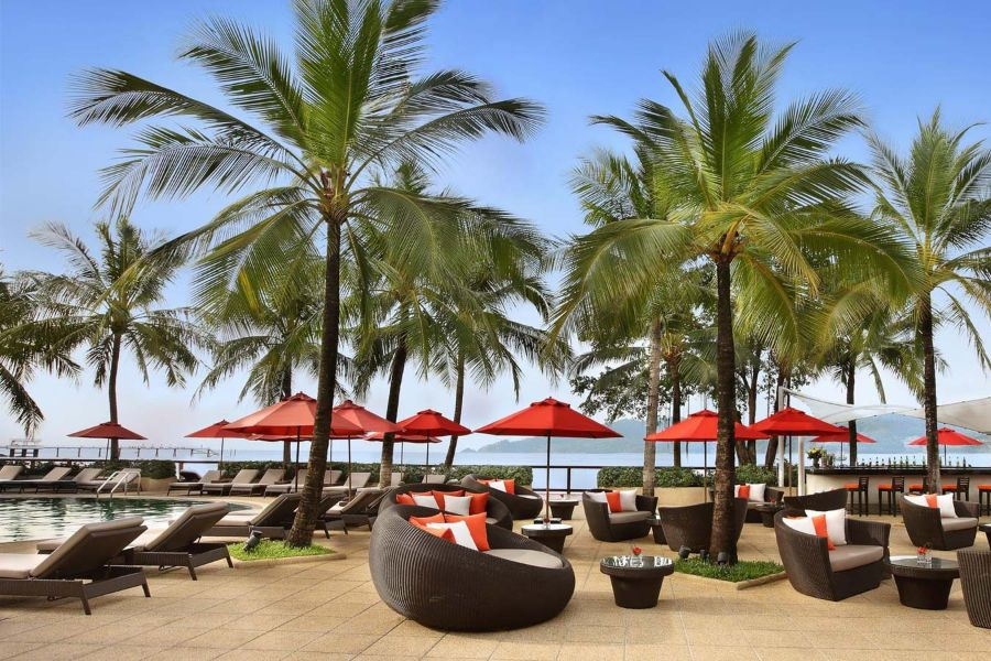 Thailand Phuket Amari Phuket Resort restaurants pool bar parasols relaxen