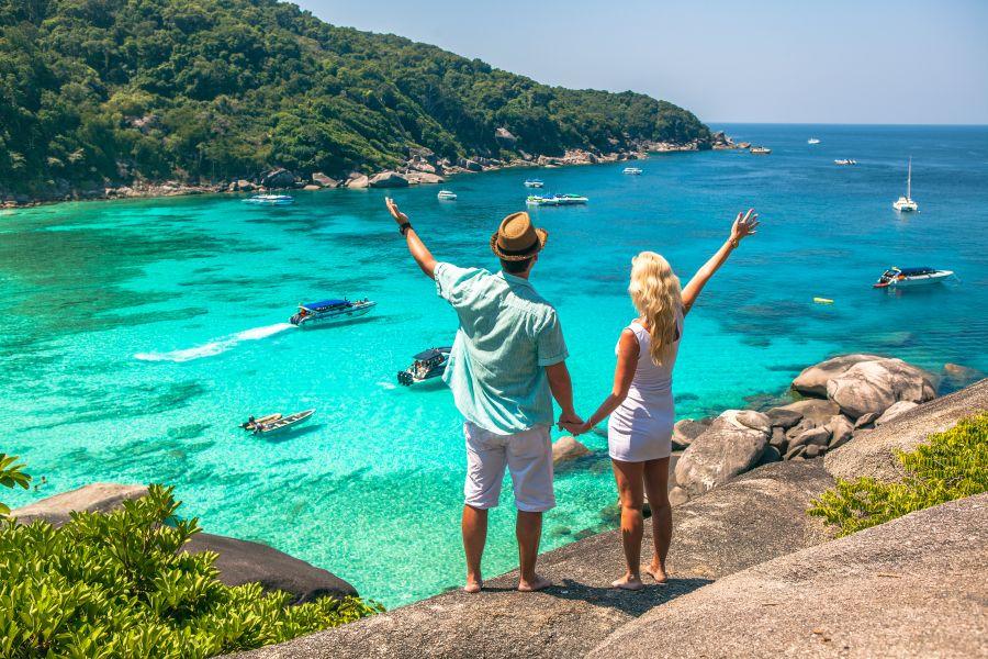 Thailand Similan Eilanden man en vrouw op uitzichtpunt