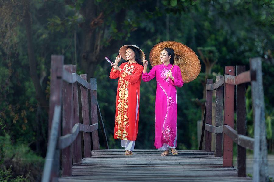 Vietnam Local Dress Ao Dai 01
