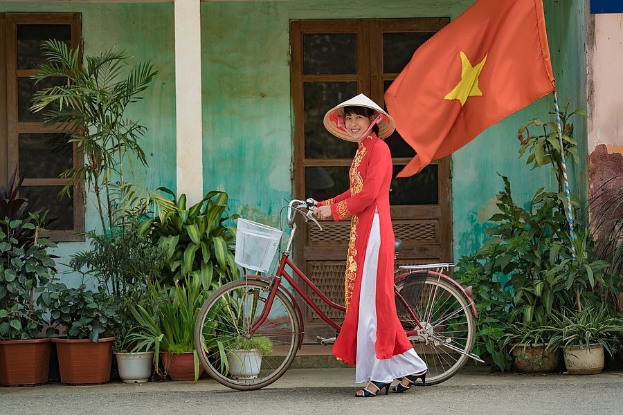 Vietnam Local Dress Ao Dai 02