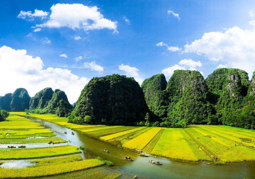 Vietnam Ninh Binh boten en kalksteenrotsen