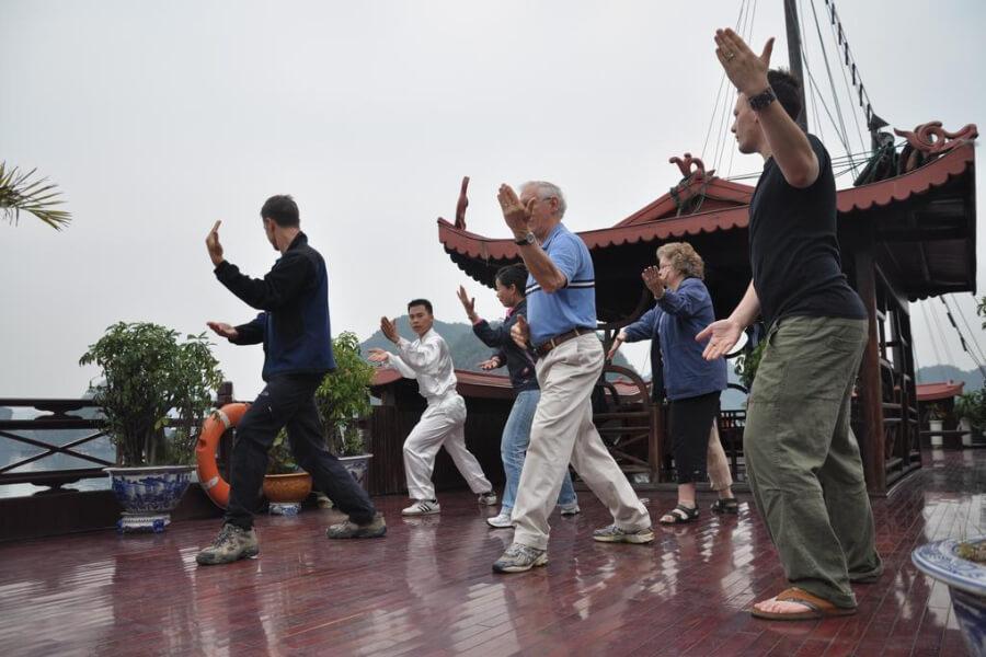 Dag 3: Bai Tu Long Bay – Hanoi