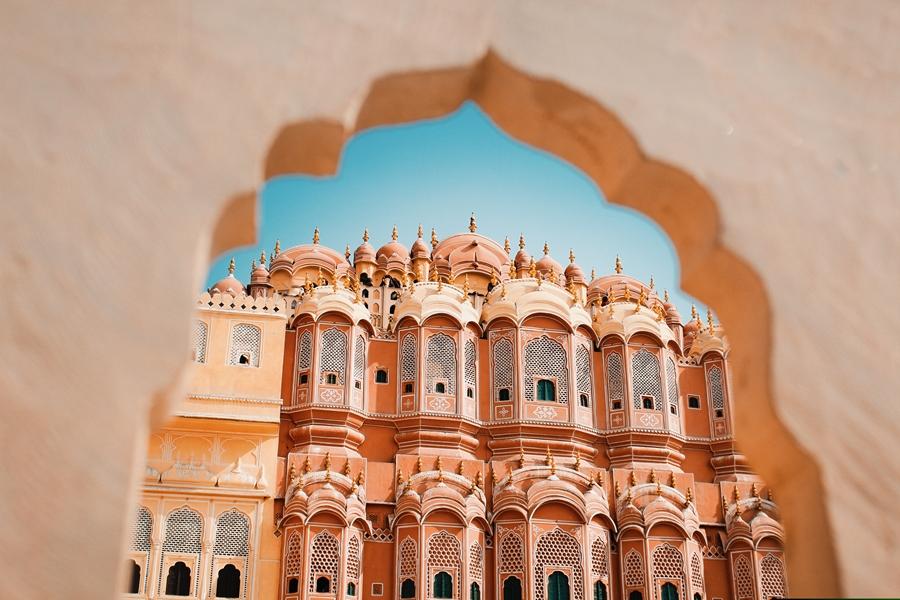 India Jaipur Hawa Mahal rode en roze zandsteen