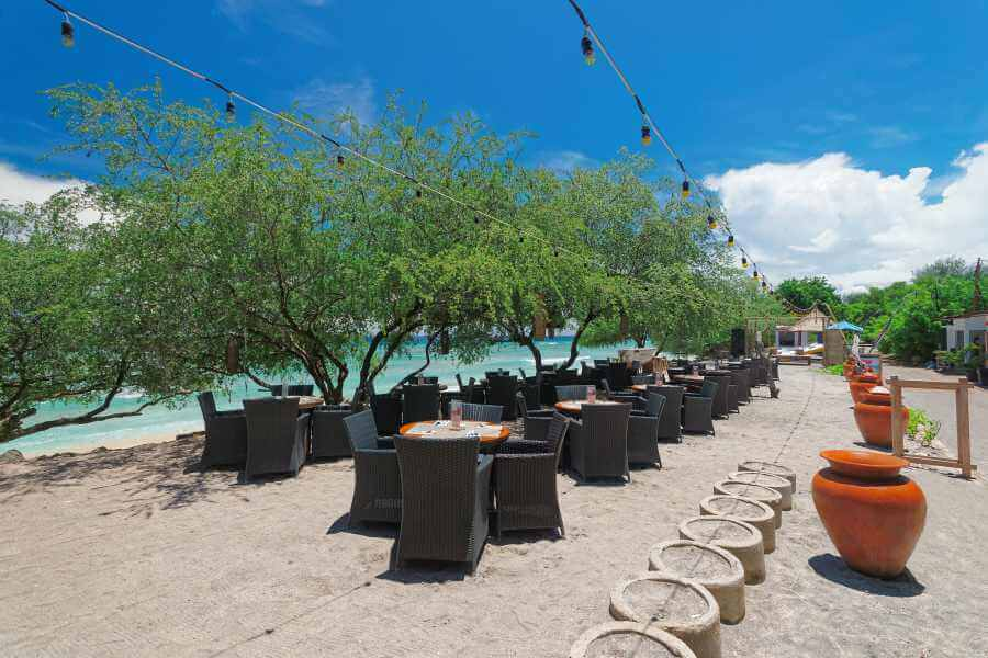 Indonesie Hotel Jambuluwuk Oceano Resort Restaurant by the beach 08