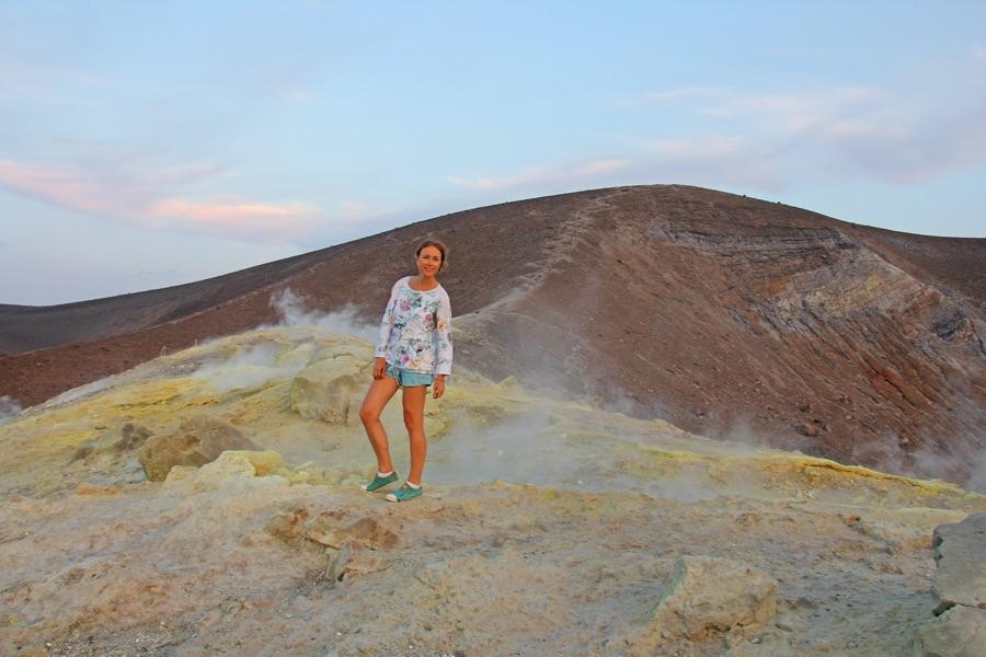 Indonesie Java Vrouw bij de Ijen vulkaan