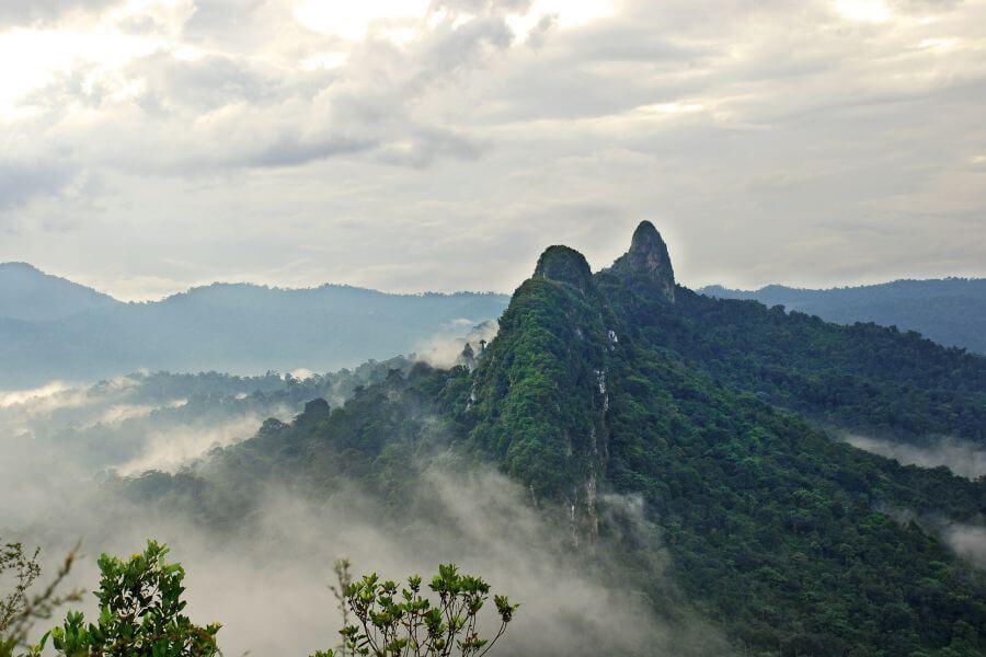 Indonesie Sumatra Bukit Lawang berg uitzicht