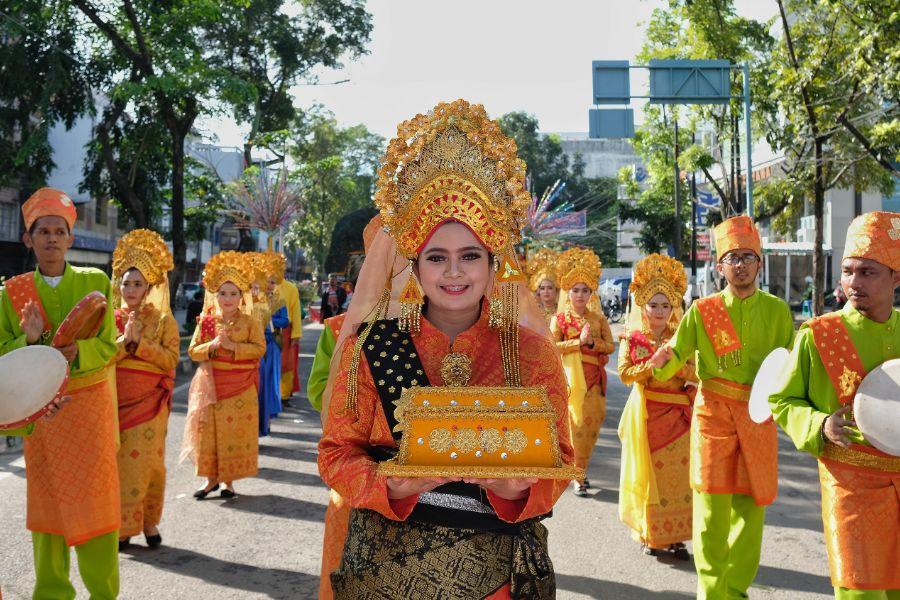 Indonesie Sumatra Medan Local Charm Festival Festival Pesona Lokal held at Maimun Palace