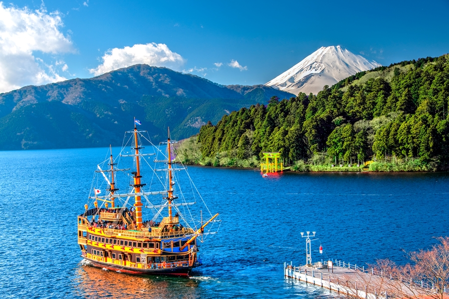 Japan Hakone Mount Fuji Lake Ashi Boot 3