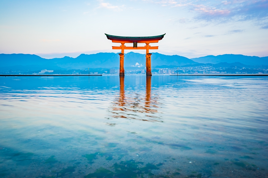 Japan Hiroshima Miyajima Torii gate 2