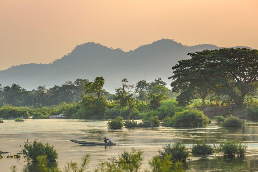 Laos Don Khone Island mekong rivier boot