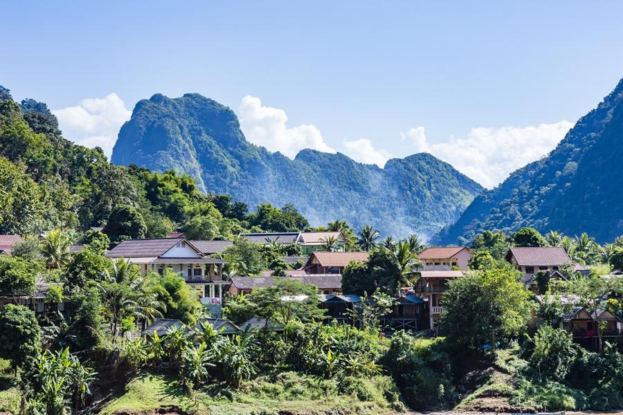 Dag 7: Nong Khiaw (100 watervallen trekking)