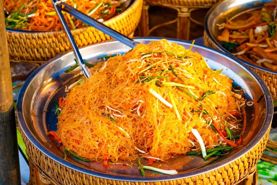 Laos eten noodles