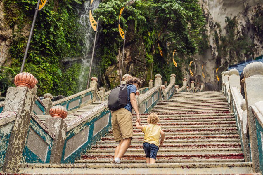 Maleisie Kuala Lumpur Batu Caves trap vader en zoon