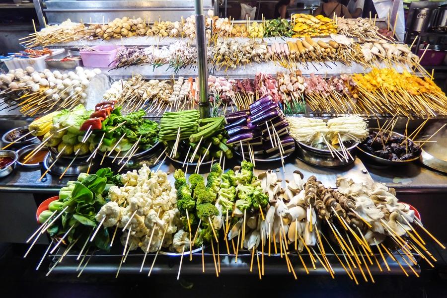 Maleisie Kuala Lumpur Gegrilde groenten streetfood eten