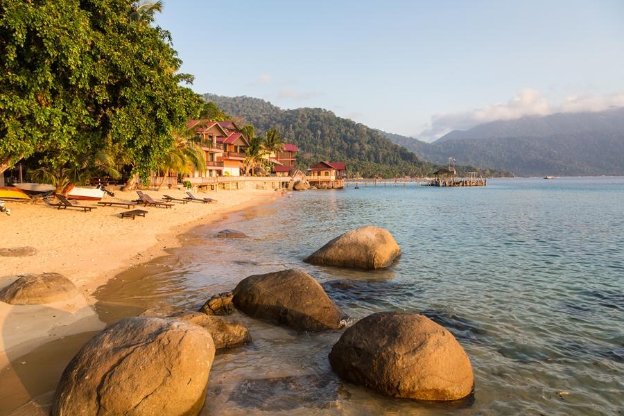 Maleisie Tioman Island strand bij zonsondergang