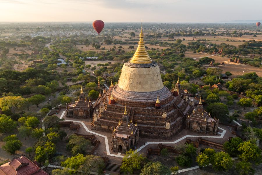 Myanmar Bagan Dhammayazika pagode luchtballon