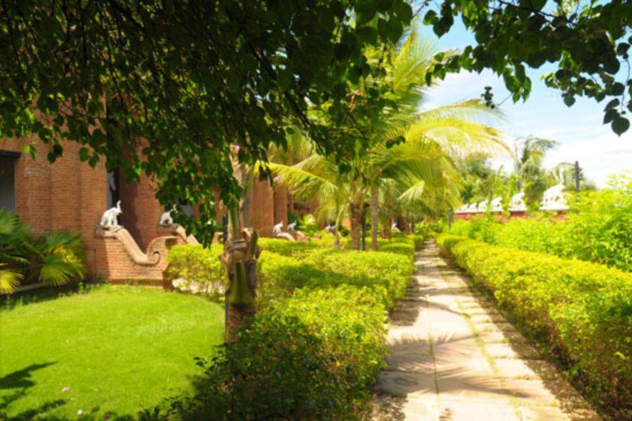 Myanmar Bagan Thazin Garden Hotel Tuin 04