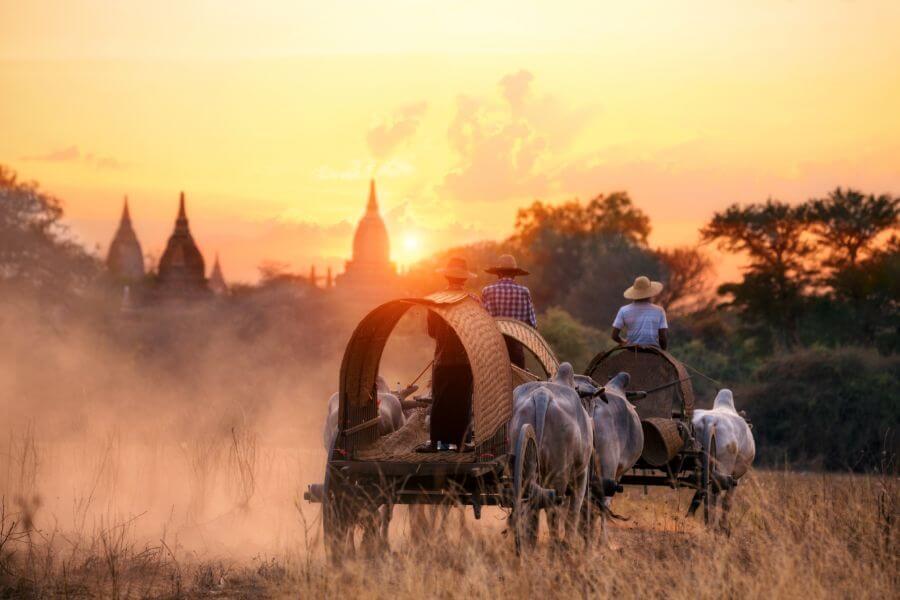 Myanmar Bagan kar met zonsondergang