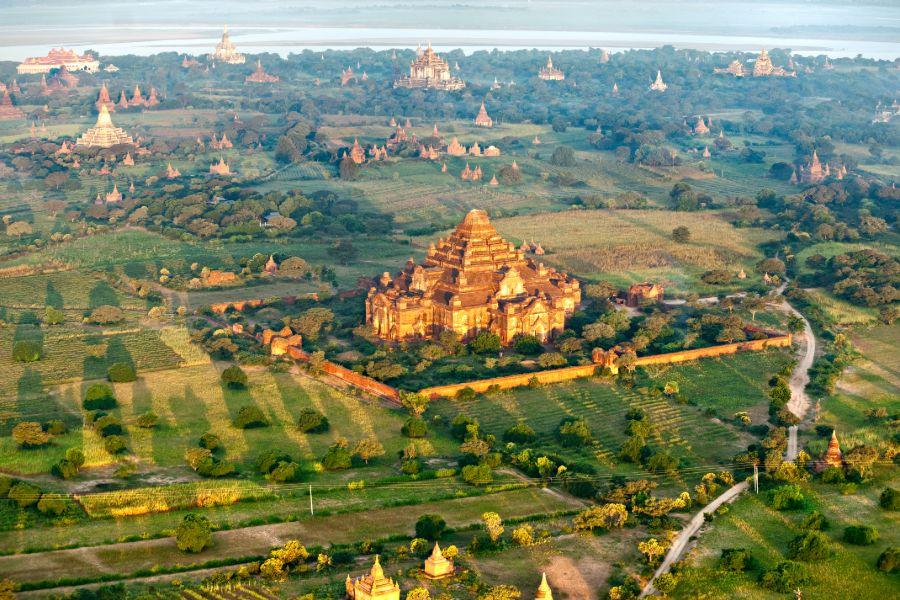 Myanmar Bagan tempels pagodes uitzicht