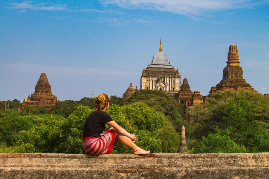 Myanmar Bagan toeristen met uitzicht