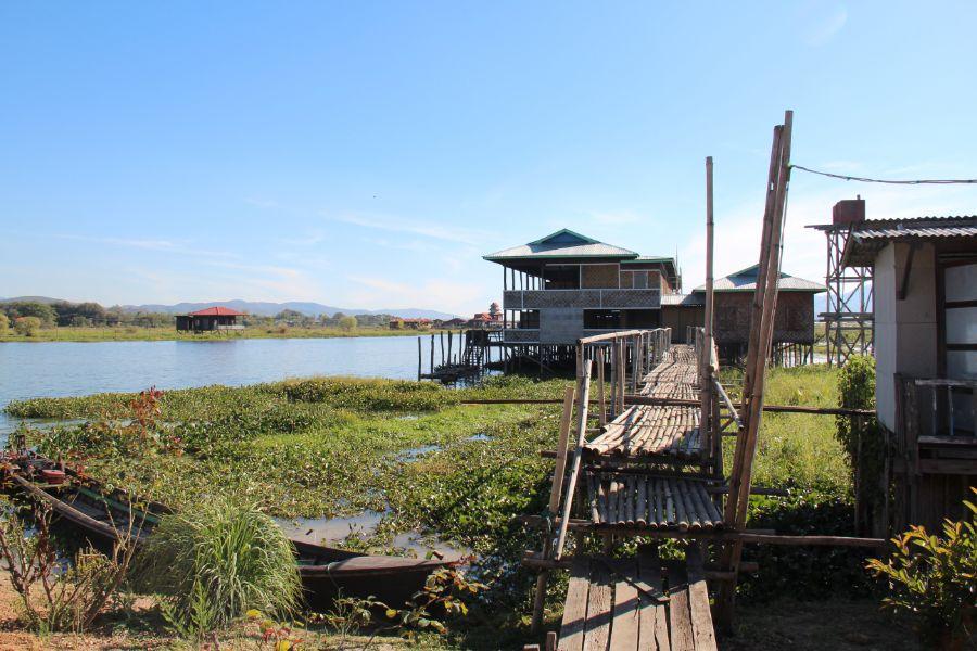 Myanmar Inle Lake drijvende huizen op het water