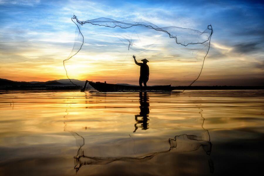 Myanmar Inle Lake fisherman local zonsondergang