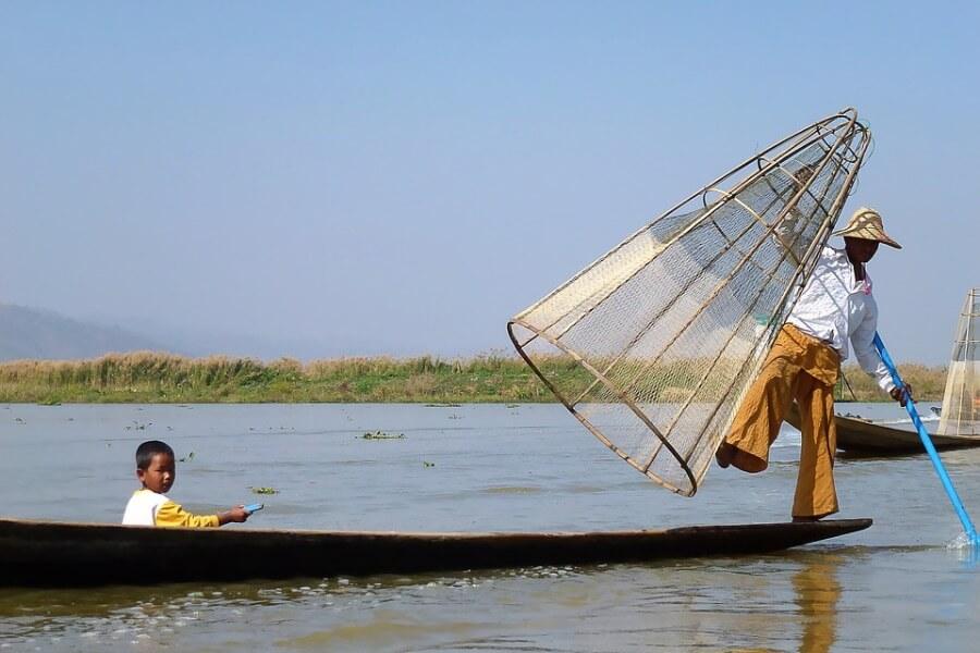 Myanmar Inle Lake vissersboot local 2