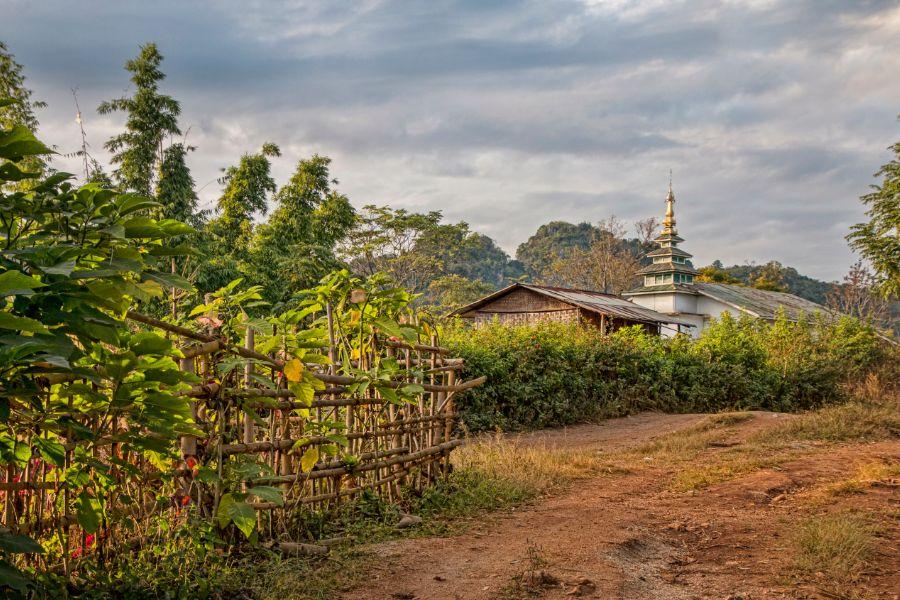 Myanmar Kalaw Pattu Village trekking tempel