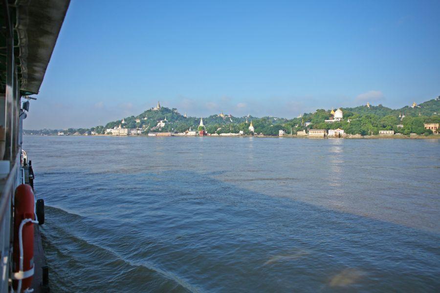 Myanmar Mandalay Irrawaddy rivier cruise uitzicht pagodes stupas
