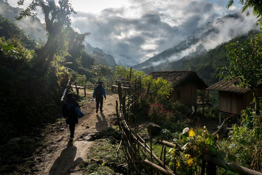 Myanmar Putao Kachin State village dorp huizen locals