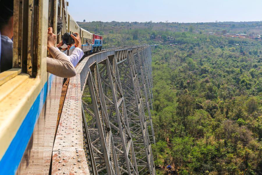 Myanmar Shan State Mandalay Hsipaw Gokhteik Viaduct trein 2