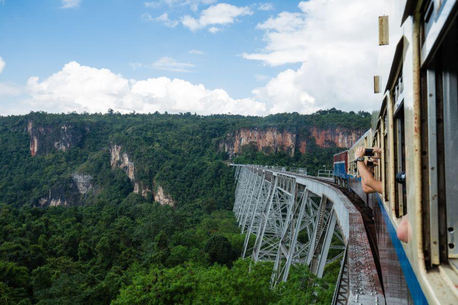 Myanmar Shan State Mandalay Hsipaw Gokhteik Viaduct trein 3