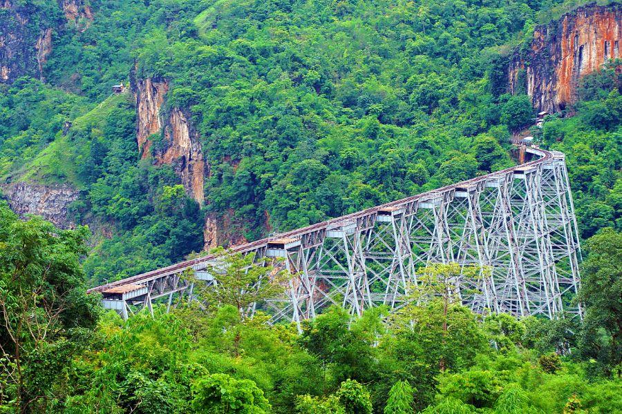 Myanmar Shan State Mandalay Hsipaw Gokhteik Viaduct trein