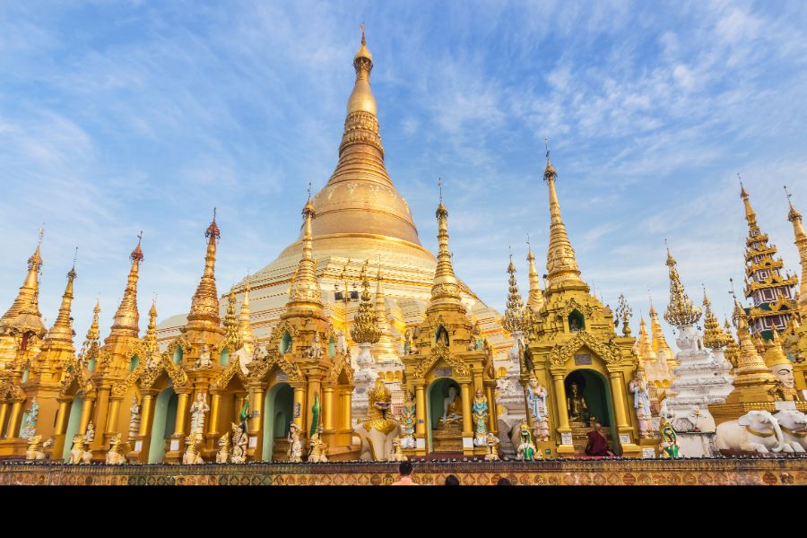 Myanmar Yangon Shwedagon big golden pagoda
