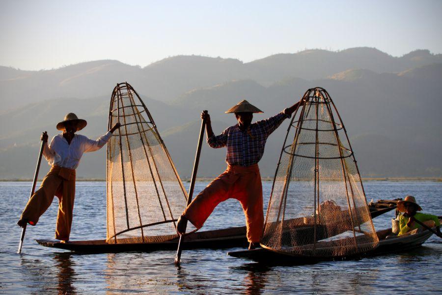 Myanmar Inle Lake vissersboot locals