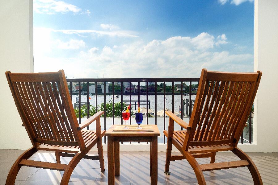 Thailand Hotel Navalai Bangkok Stoelen rivier