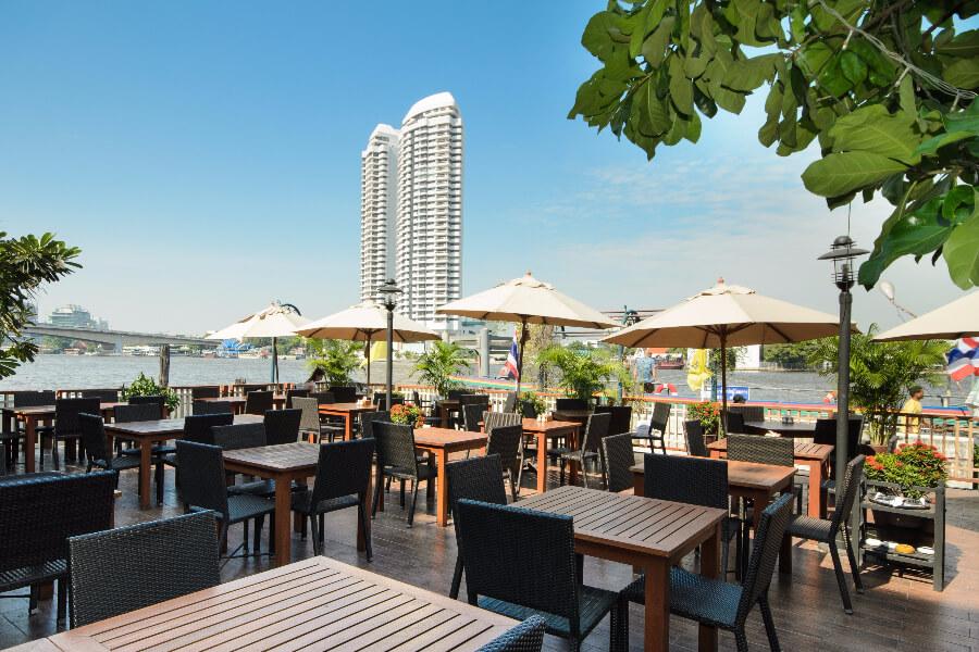 Thailand Hotel Navalai Bangkok Terras rivier