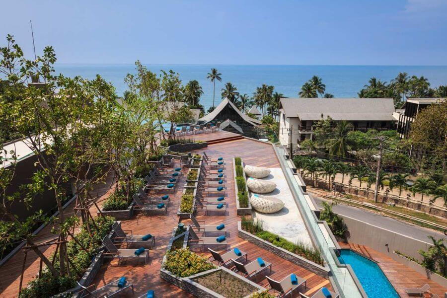 Thailand Koh Chang KC Grande Resort and Spa bovenaanzicht rooftop zwembad uitzicht