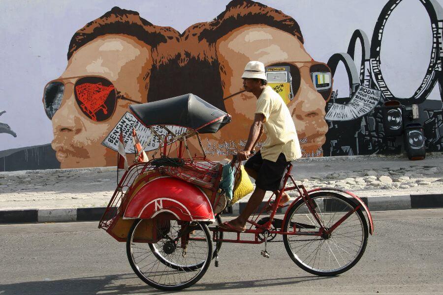 fi Indonesie Fietstaxi met Straatgrafitti Dagexcursie Jogjakarta per Becak