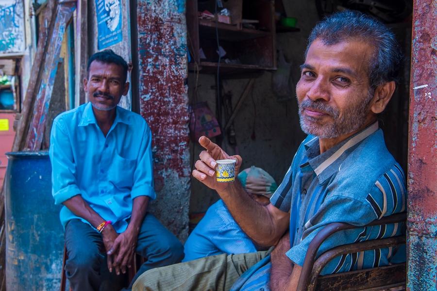 India Mumbai Twee lokale mannen