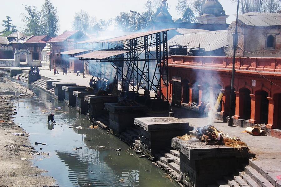 Nepal Kathmandu Hindu crematie Pashupatinath tempel