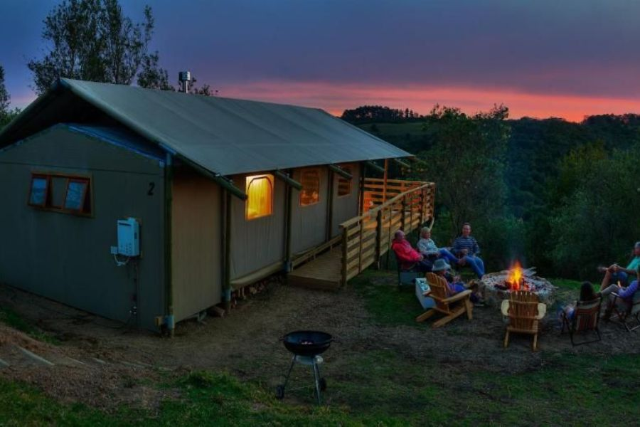 AfriCamps at Ingwe Plettenberg Bay Zuid Afrika avond uitzicht