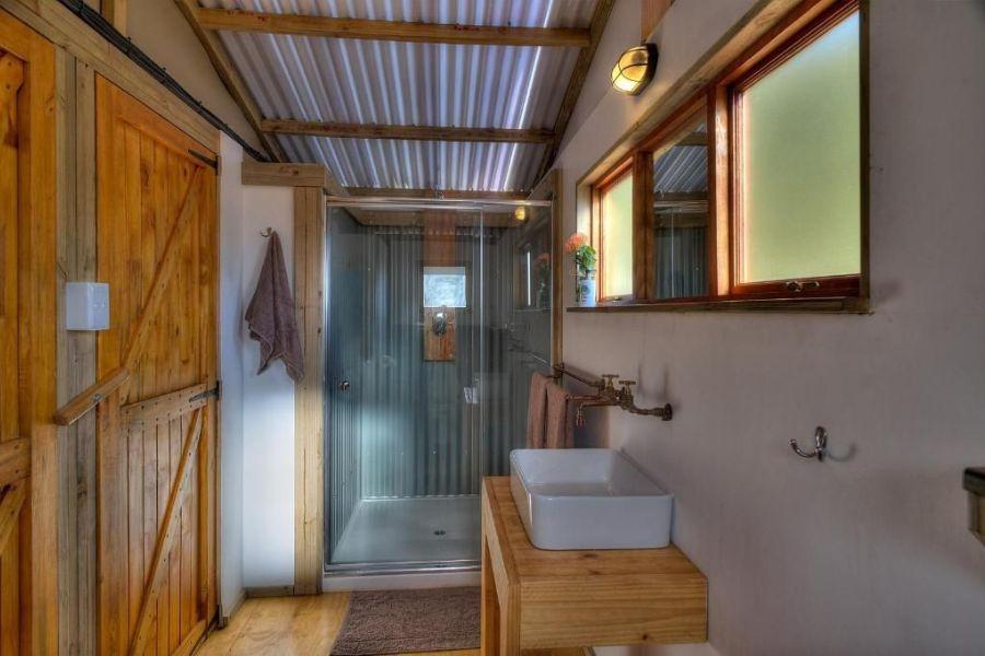 AfriCamps at Ingwe Plettenberg Bay Zuid Afrika badkamer