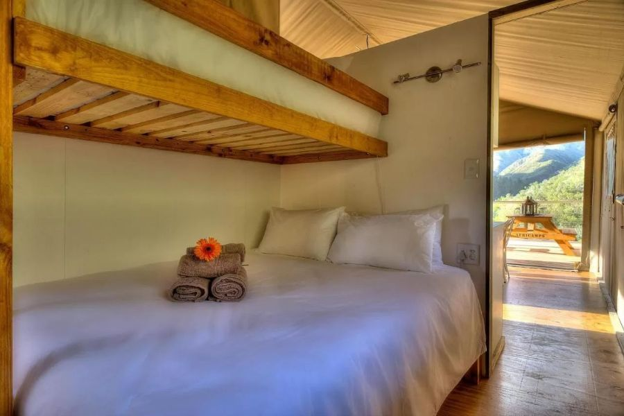 AfriCamps at Ingwe Plettenberg Bay Zuid Afrika slaap kamer